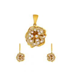 Blooming Floral Synthetic Mother Of Pearl Gold Pendant Set