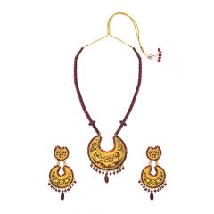 Innovative Garnet Thewa Necklace Set