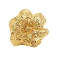 Glossy Finish Filigree Curved Floral Design Gold Ring