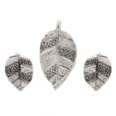 Glossy Oxidized Finish Textured Leaf Design Silver Pendant Set