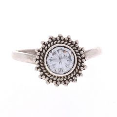 Glossy Oxidized Finish Floral Design With Synthetic Stone Silver Toe Ring