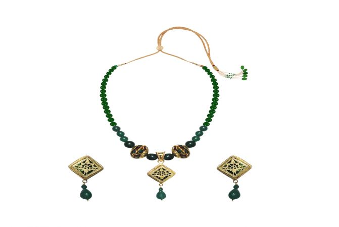 Winsome Gemstone Thewa Necklace Set