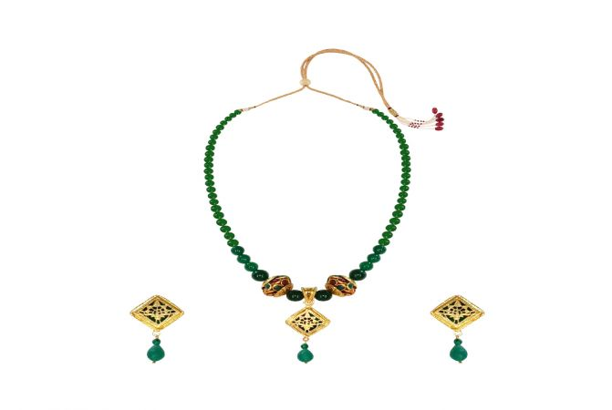 Ravishing Gemstone Thewa Necklace Set