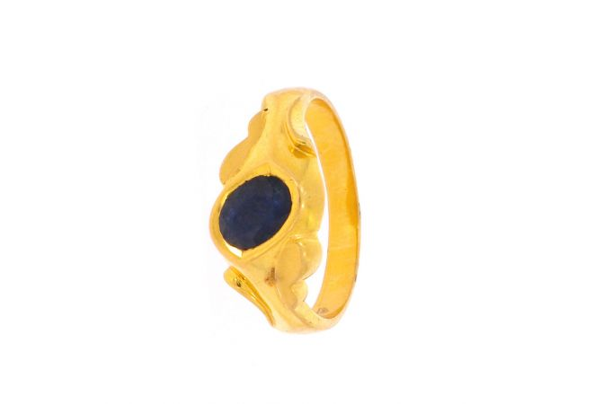 Glossy Finsh Leafy Curved Oval Design With Studded Blue Sapphire Gold Ring