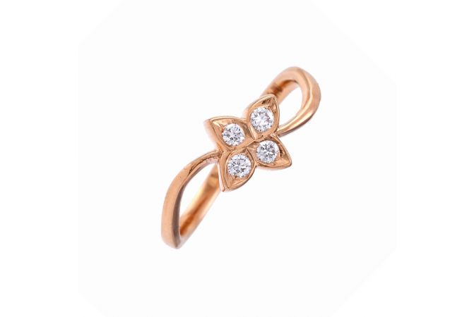 Elegant Wavy Diamond Ring